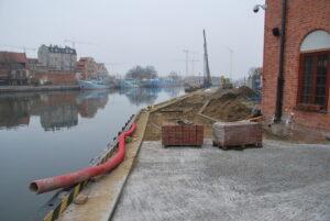 Przebudowa i remont nabrzeży rzeki Motławy w Gdańsku - Ołowianka - w trakcie realizacji robót budowlanych