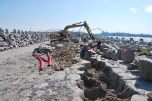 Falochron Wschodni - postęp prac na nabrzeżu