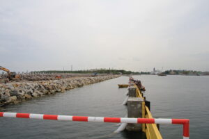 Falochron Wschodni - postęp prac - widok od strony morza