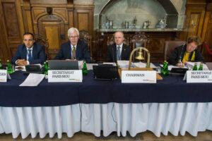 Przedstawiciele Sekretariatu Paryskiego Memorandum i EMSA - stół prezydialny