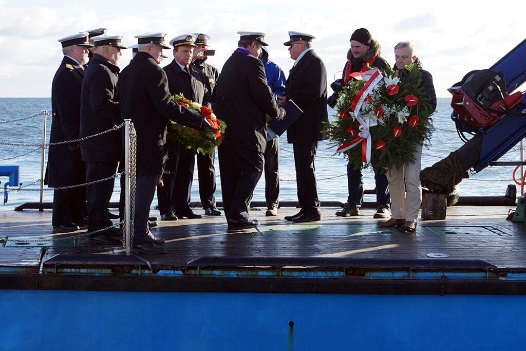 przedstawiciele środowisk morskich na pokładzie jednostki Urzędu Morskiego w Gdyni k/h TUCANA