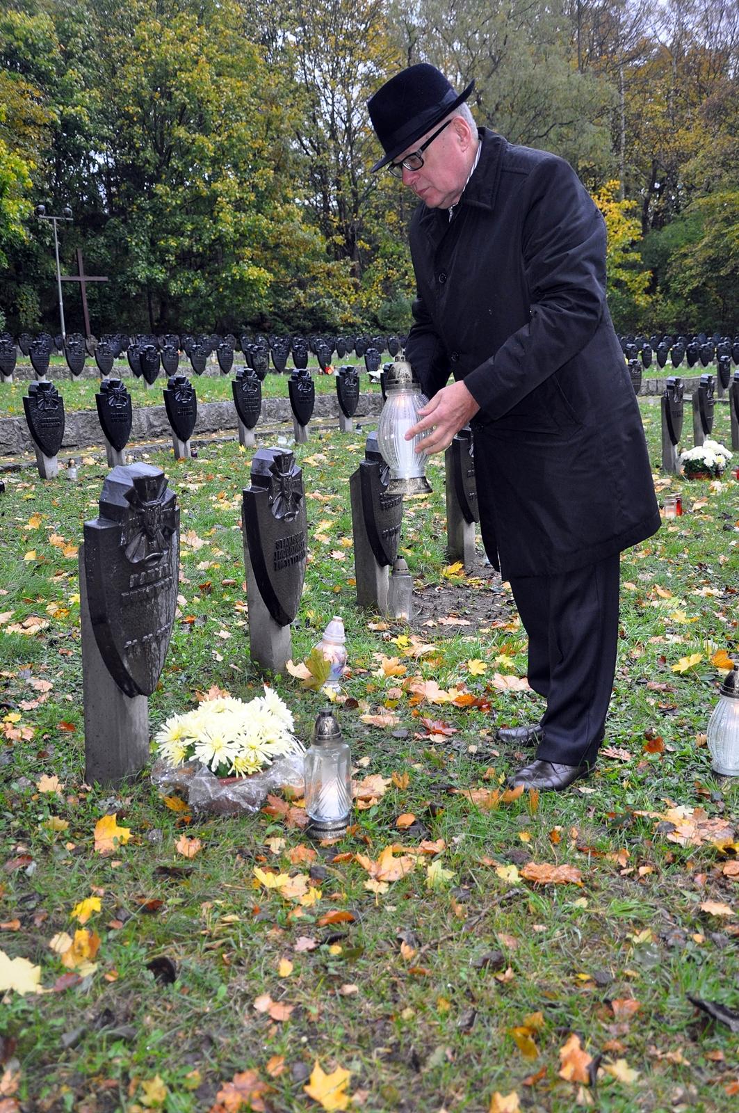 Dyrektor Urzędu Morskiego w Gdyni na Cmentarzu Wojennym w Redłowie