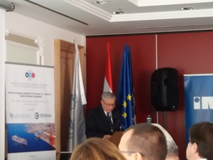 Dyrektor Urzędu Morskiego podczas odczytywania oficjalnego listu Pana Ministra Marka Gróbarczyka na konferencji w Rijece.