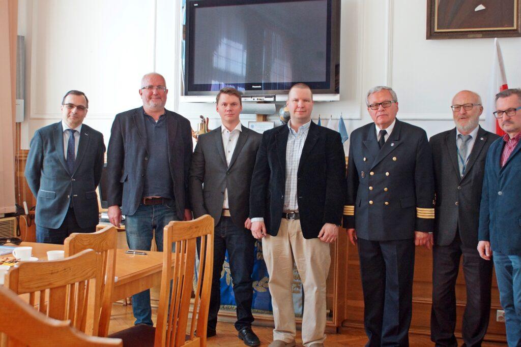 Przedstawiciele zamawiającego i wykonawcy, od lewej: Jan Młotkowski, Matti Około-Kulak,  Antte Vikainen , Juha Granqvist, Wiesław Piotrzkowski, Andrzej Kajut, Ryszard Przybysz.