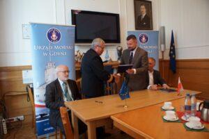 """Podpisanie umowy w ramach projektu """"Ochrona brzegów morskich w rejonie Półwyspu Helskiego"""""""