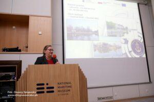 Pani Anna Stelmaszyk-Świerczyńska, Z-ca Dyrektora Urzędu Morskiego w Gdyni ds. Technicznych w trakcie wystąpienia