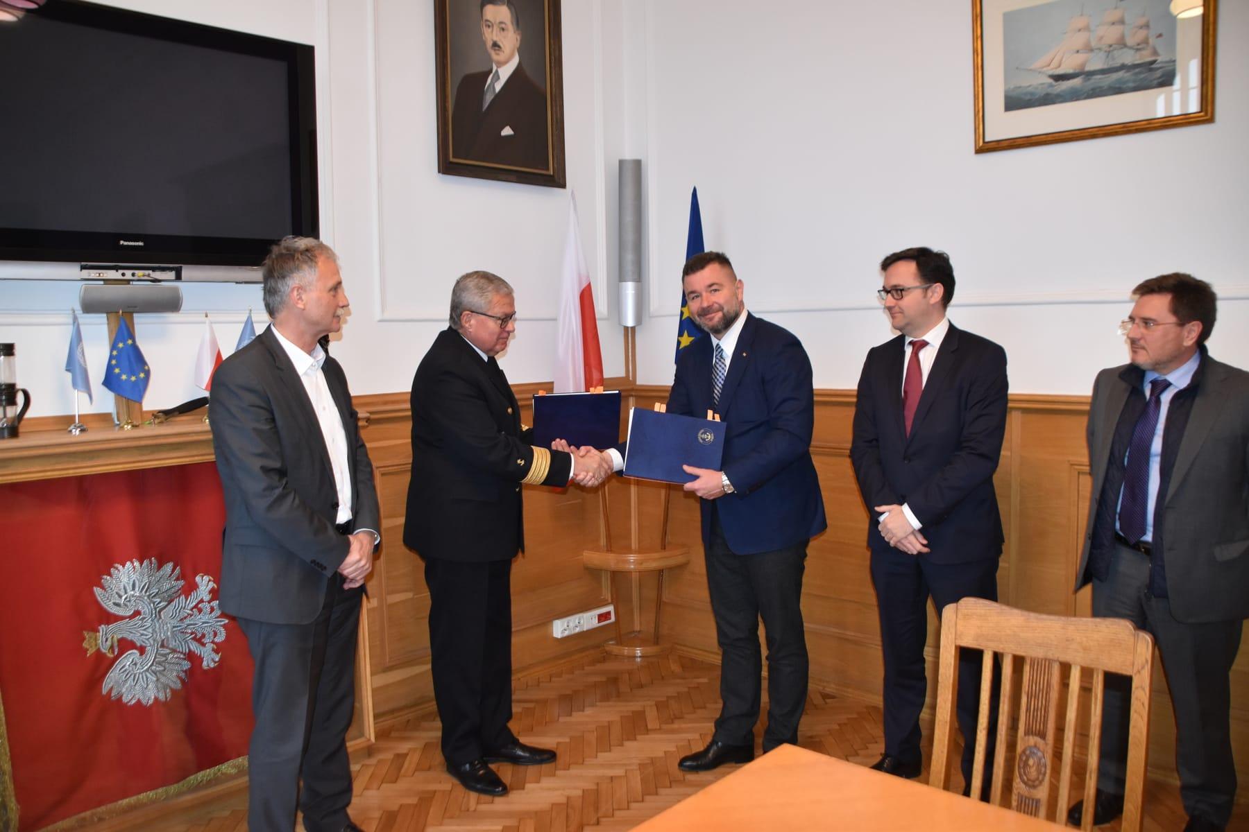 Modernizacja układu falochronów osłonowych w Porcie Północnym w Gdańsku – podpisanie umowy 1