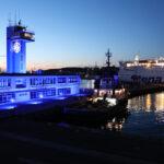 Budynek Kapitanatu Portu Gdynia na niebiesko fot. 1